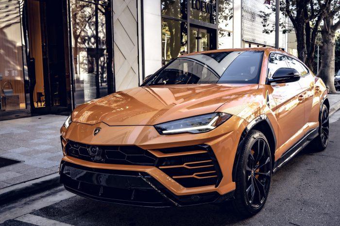 Lamborghini Urus Orange