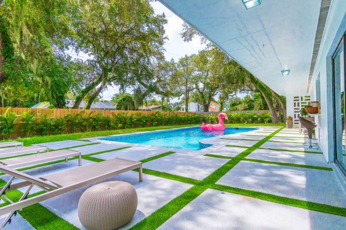 Luxury Sunny Daze Estate in the of Miami