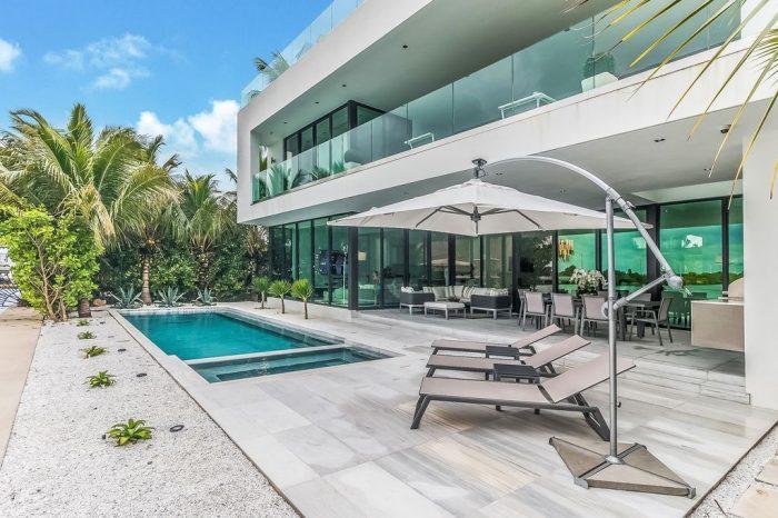 Villa Donna – Modern Luxury Waterfront Villa