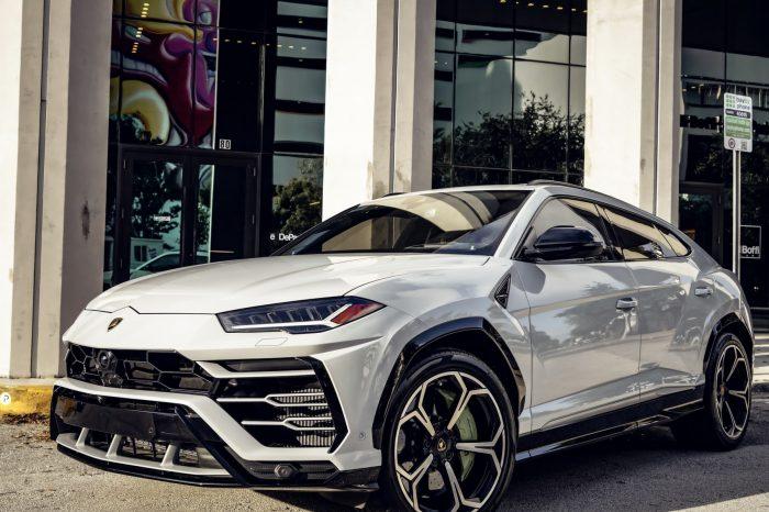 Lamborghini Urus Light Gray